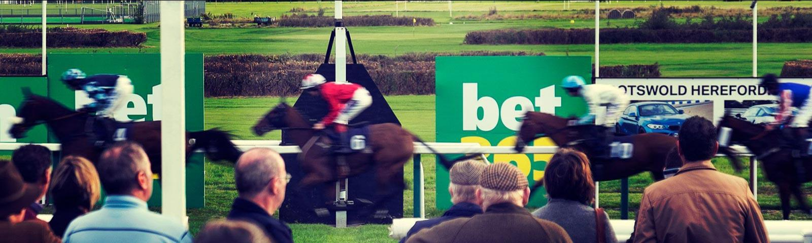 horses passing finish line at hereford racecourse
